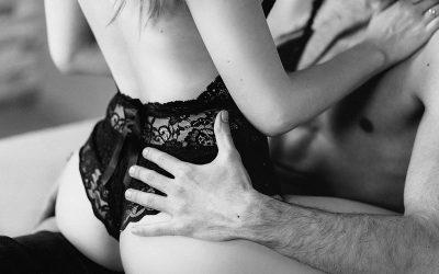Casal sensualizando